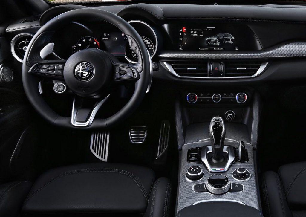 il nuovo design interno di Alfa Romeo Stelvio mercato automotive